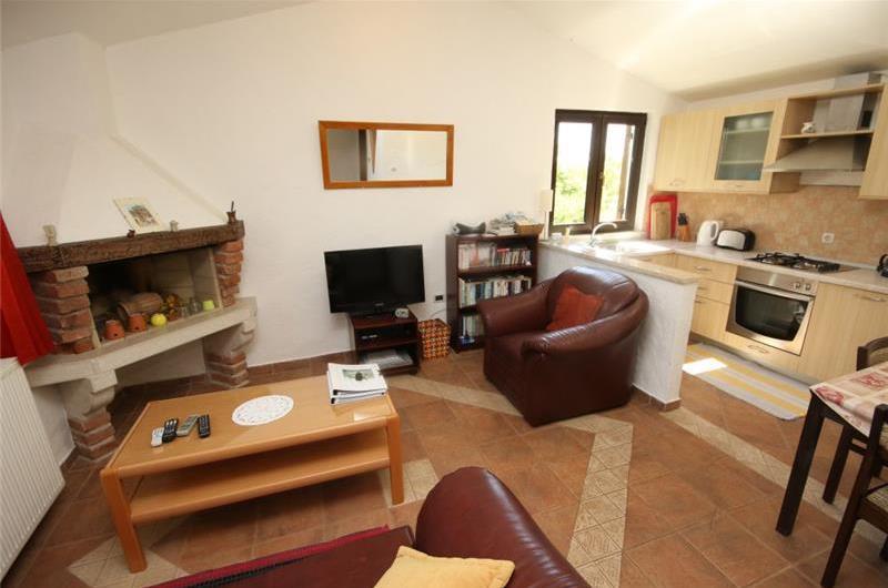 1 bedroom cottage with shared pool near Porec, sleeps 2