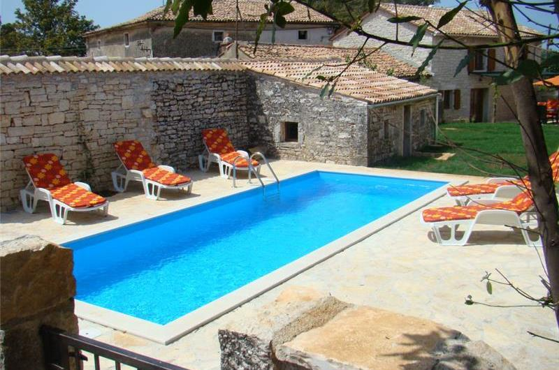 3 bedroom Villa and 2 Bedroom Annexe with Pool in a peaceful location in Kastelir, sleeps 10