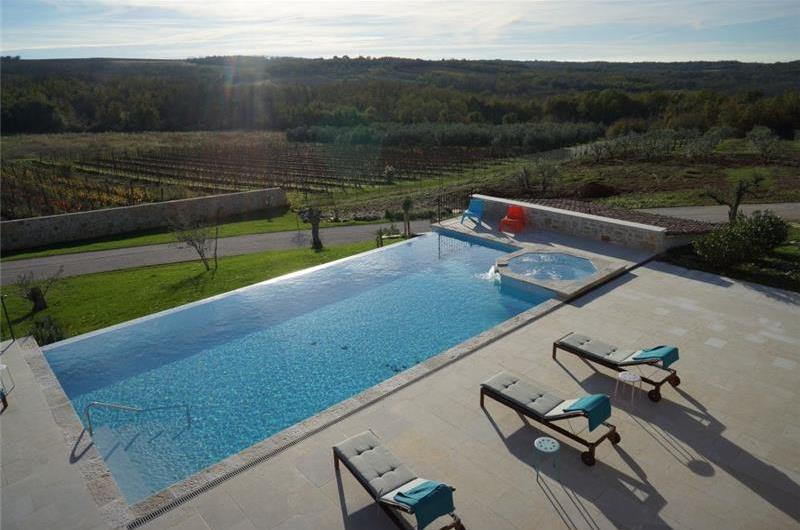 5 Bedroom Villa and 1 Bedroom Annexe with Heated Infinity Pool near Visnjan, sleeps 11-13