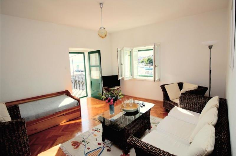 2 Bedroom Seafront House in Bol, sleeps 4-6