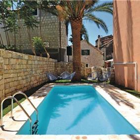 4 Bedroom Villa with Pool in Split City, sleeps 8
