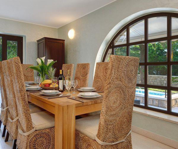 Spacious 5 bedroom villa with Pool in Gruz-Lapad, Sleeps 9