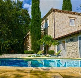 4 bedroom Villa with Heated Pool and Large Garden in Cilipi, near Dubrovnik - sleeps 8