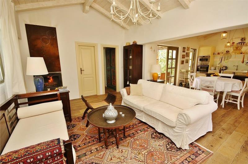 2 Bedroom Villa with Pool near Malinska on Krk, sleeps 4
