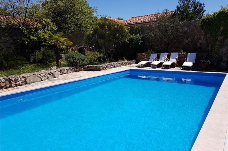 2 Bedroom Villa with Pool near Malinska on Krk, sleeps 4