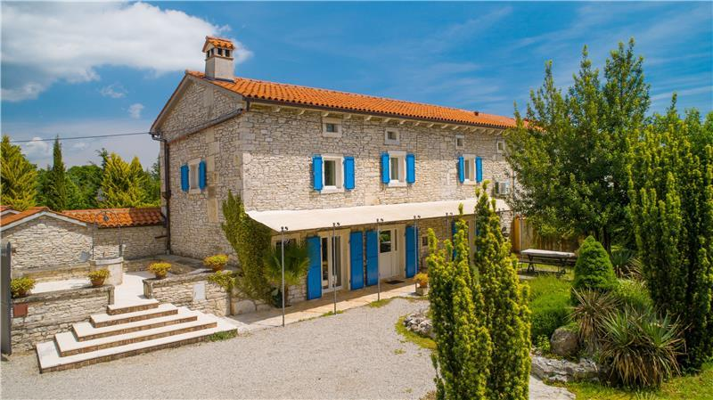 Istrian Villa Estate with Large Pool and Gardens near Barban, Sleeps 12