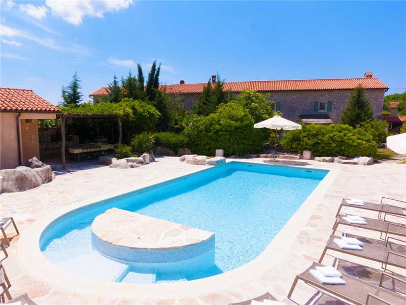 5 Bedroom Istrian Villa Estate with Large Pool and Gardens near Barban, Sleeps 12