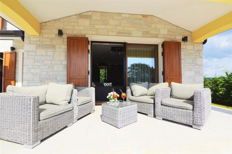 Pretty 3 Bedroom Villa with Pool near Porec, sleeps 6