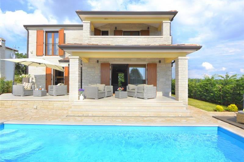Pretty 3 Bedroom Villa with Pool near Porec, sleeps 6
