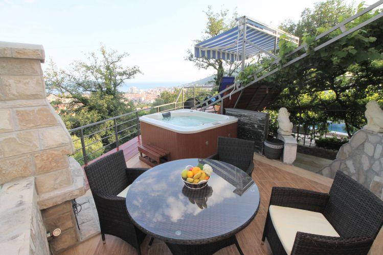 4 Bedroom Villa with Pool in Budva, sleeps 8-10