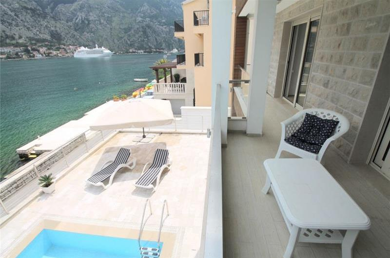 4 Bedroom Seafront Villa with Heated Pool in Kotor Bay, sleeps 8