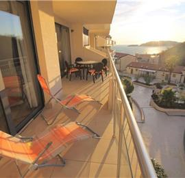 2 Bedroom Apartment with Shared Pool near Sveti Stefan, sleeps 4-6