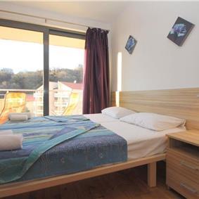 2 Bedroom Apartment with Shared Pool near Sveti Stefan, sleeps 4-6