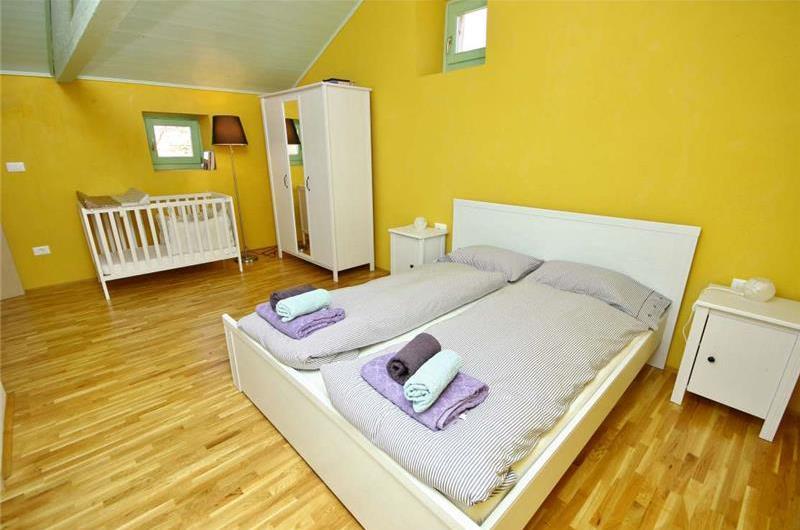 4 Bedroom Villa with Pool near Vizinada, sleeps 8