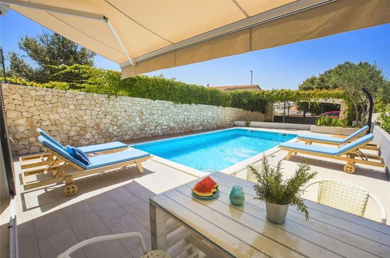 3 bedroom Villa with Pool and Sea Views in Sevid near Trogir, Sleeps 6-8