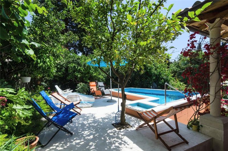 4 bedroom Villa with Pool in Mlini near Dubrovnik, sleeps 6-8