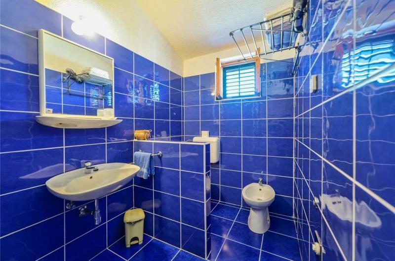 1 Bedroom Apartment with Shared Pool near Pula, sleeps 2