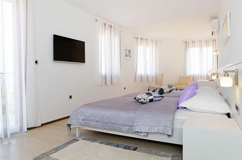 4 Bedroom Villa with Pool in Bol, sleeps 8