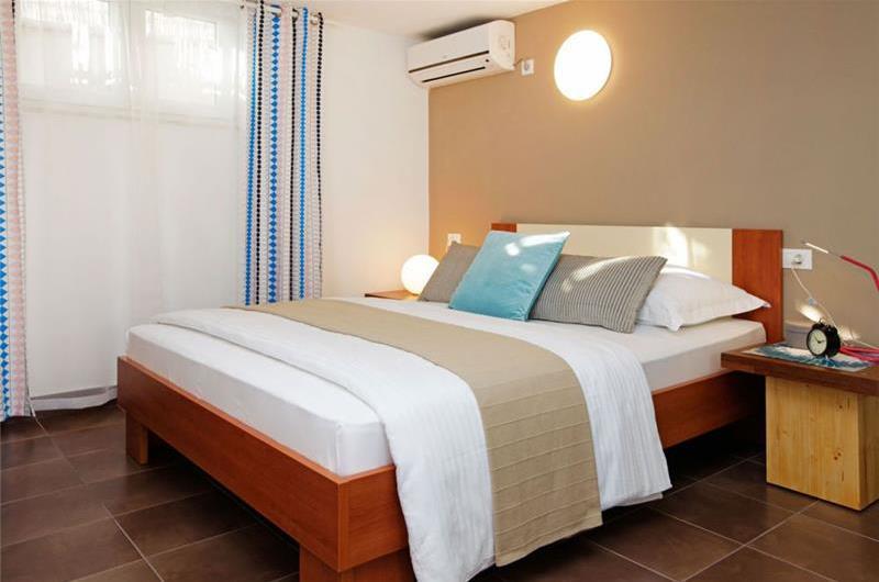 3 Bedroom Villa with Pool in Bol, sleeps 6-8