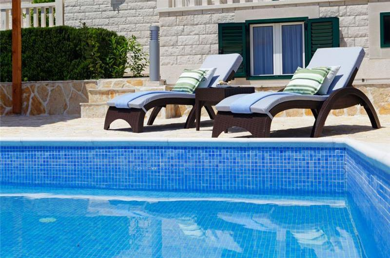 4 Bedroom Villa with Pool in Bol, sleeps 8-10