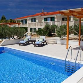 4 Bedroom Villa with Pool in Bol, sleeps 8-10