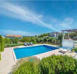 5 Bedroom Villa with Pool in seaside Liznjan nr Pula, sleeps 9