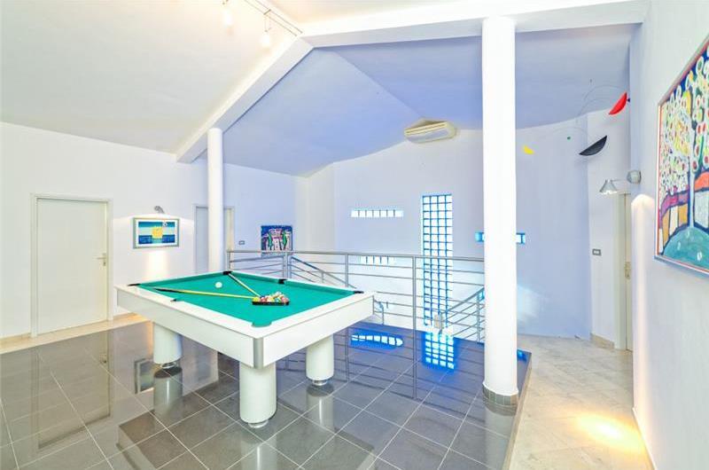 5 Bedroom Villa with Pool in Liznjan, sleeps 9