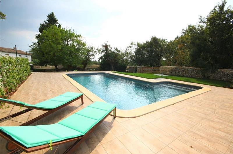 3 Bedroom Villa with Pool in Svetvincenat, sleeps 6-7
