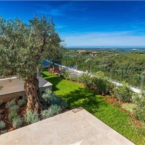 4 Bedroom Luxury Villa Retreat with Heated Infinity Pool near Buje, Sleeps 8-10