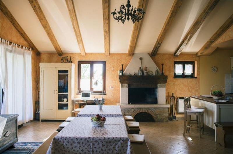 4 Bedroom Villa with Pool near Groznjan, sleeps 8