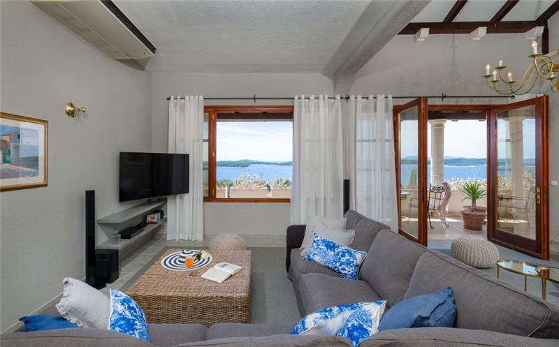 7 Bedroom Villa with Heated Infinity Pool and Sea Views near Hvar Town, sleeps 14