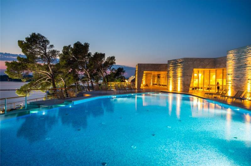 2 Bedroom Luxury Villa with Infinity Pool near Sibenik, sleeps 4-6