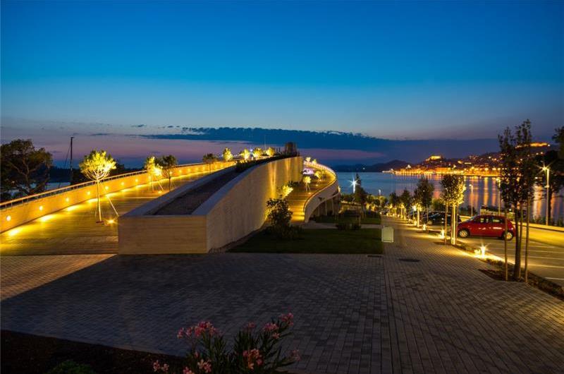 2 Bedroom Luxury Villa with Infinity Pool near Sibenik, sleeps 4-6