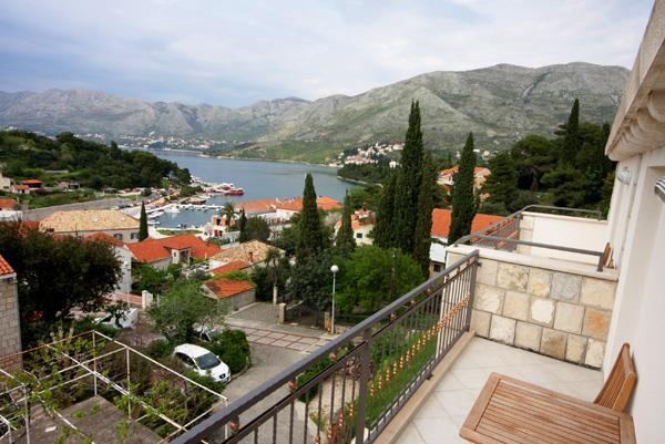 1 Bedroom Apartment in Cavtat, Sleeps 2-3