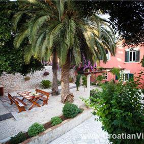 5 Bedroom Villa with Pool near Dubrovnik, sleeps 10-12