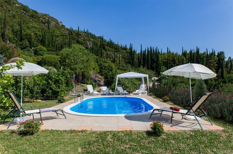 5 Bedroom Villa with Pool in Dubravka, Konavle Valley, sleeps 10