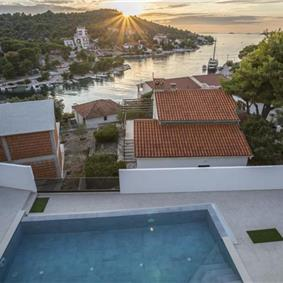 4 Bedroom Villa with Pool in Razanj near Rogoznica, Sleeps 8-10