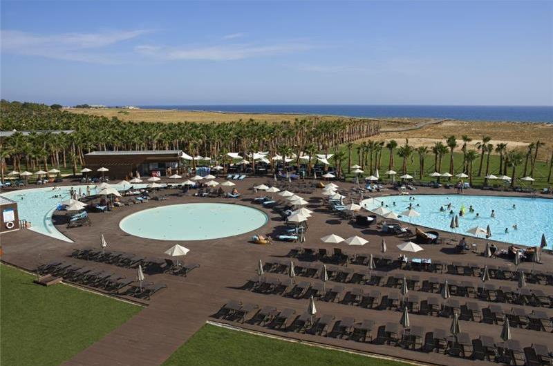 4 Bedroom Villa with Pool in Salgados, sleeps 8-9