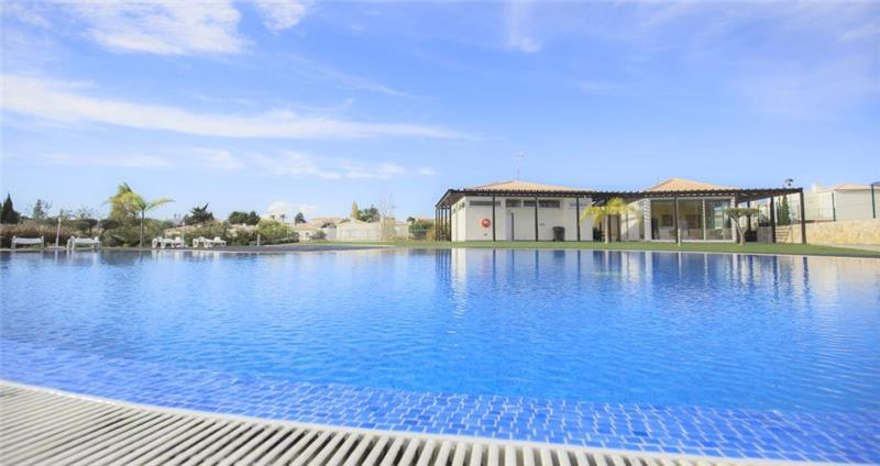 Selection of 1 Bedroom Villas with Shared Pool near Carvoeiro, Sleeps 2-3