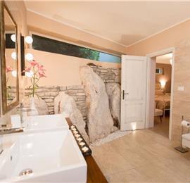 2 Bedroom Villa with Heated Pool, Tennis Courts and Sea Views near Opatija, sleeps 4