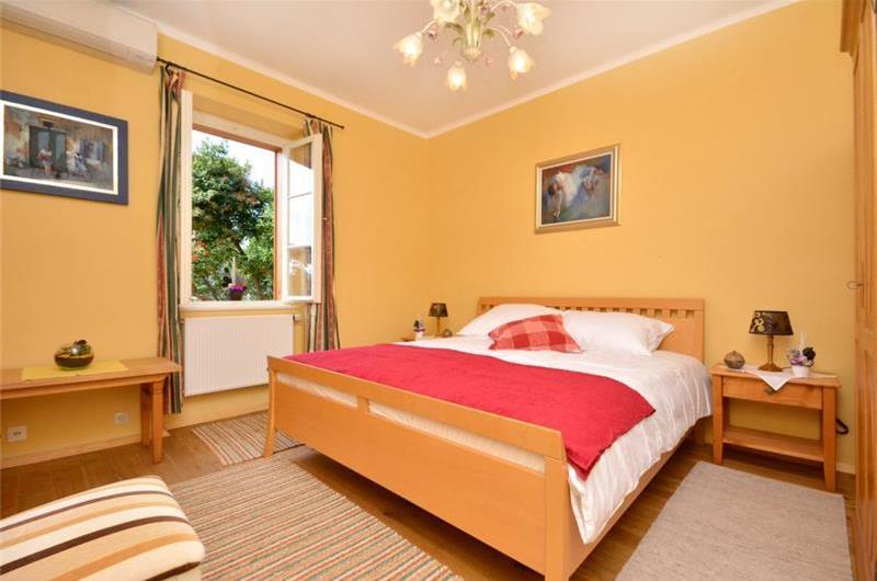 4 Bedroom Seaside Villa in Hvar Town, sleeps 8