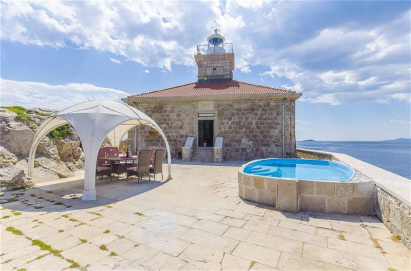 5 Bedroom Villa with Pool on its own Island near Dubrovnik City, sleeps 8