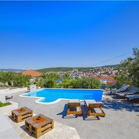 3 Bedroom Seaside Apartment with Shared Pool on Ciovo Island, sleeps 6-8