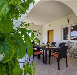 3 Bedroom Seaside Apartment with Shared Pool on Ciovo Island, sleeps 6-8