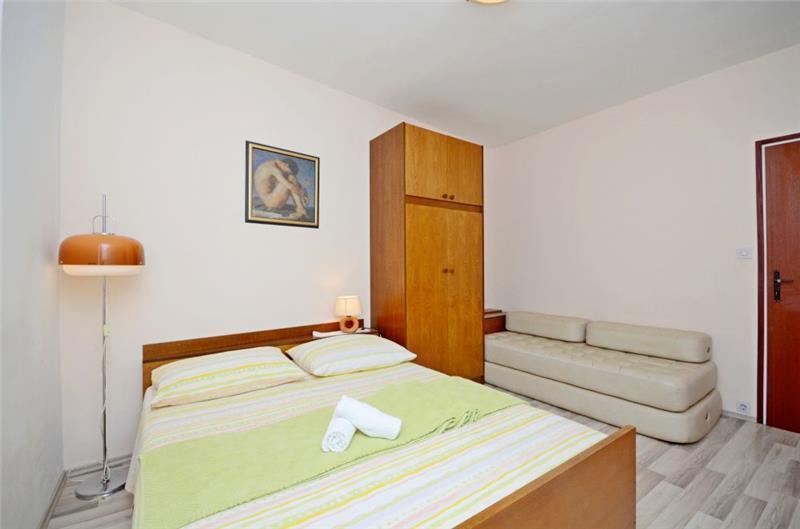 4 Bedroom Apartment near Jelsa, sleeps 8-9