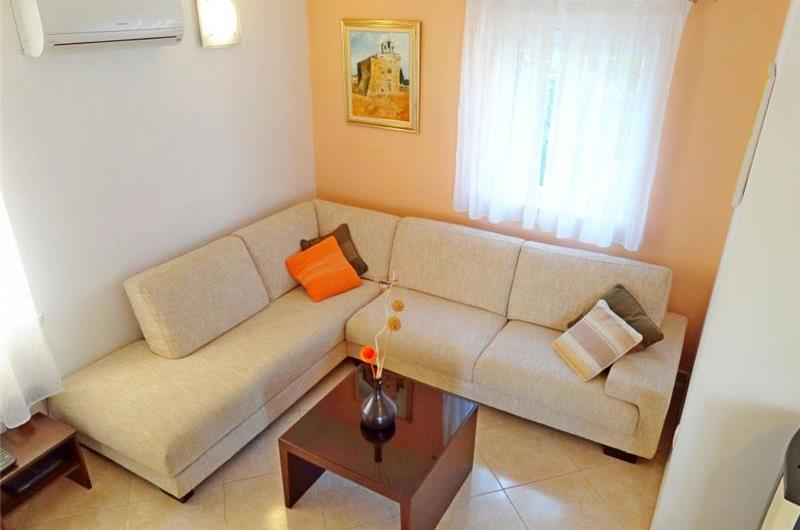 4 Bedroom Apartment near Jelsa, sleeps 8-9