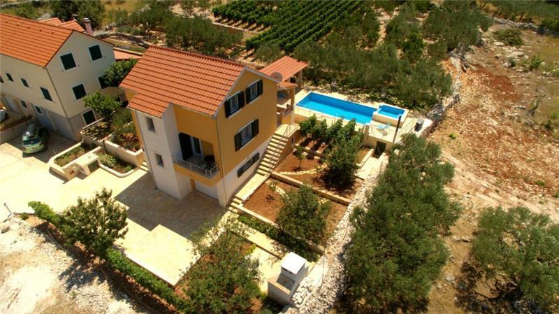 3 Bedroom Villa with Pool near Supetar, sleeps 5-6