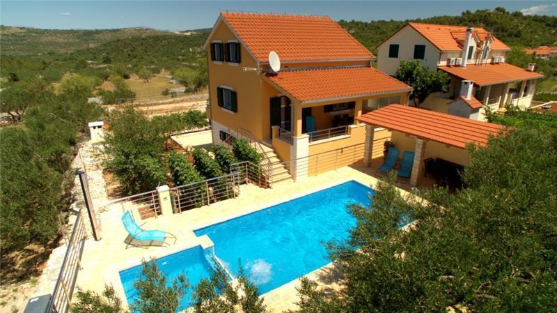3 Bedroom Villa with Pool near Supetar, sleeps 5-6