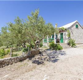 2 Bedroom Stone Cottage in Bol, sleeps 4