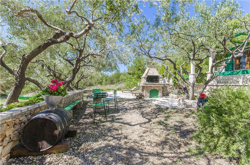 2 Bedroom Stone Cottage in Bol, sleeps 4
